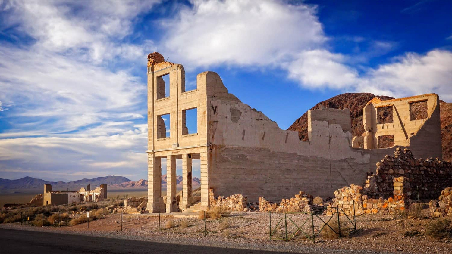 Ryoolite Ghost Town Bank ruins suitable for pets