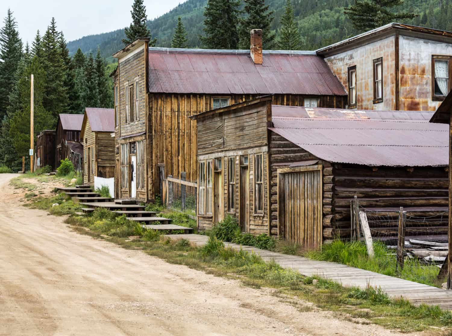 A main street in the ghost town of St. Elmo in Colorado, suitable for pets